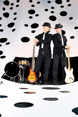 groupe les docteurs blues avec leur guitare photographié par notre photographe Rachel Joubi