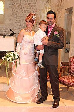jeunes mariés photographiée par notre photographe Rachel Joubi dans une église