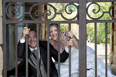 jeunes mariés dans un parc photographiée par notre photographe Rachel Joubi