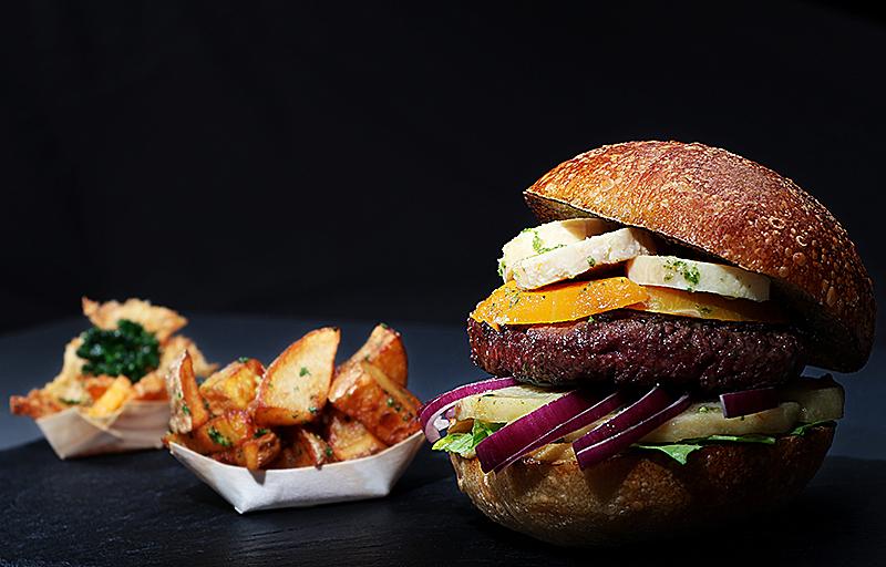 le hamburger du Au Raph-iné photographié par notre photographe Rachel Joubi