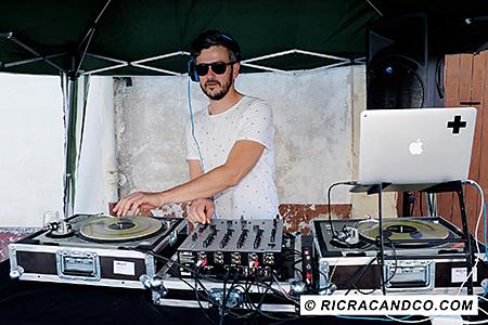DJ du festival food truck photographié par Rachel Joubi