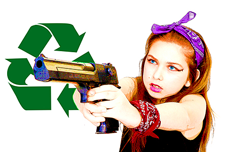 Gayaan qui a vraiment envie de recycler un sale type avec son colt.Instant décisif pris par notre photographe d'Occitanie Rachel Joubi