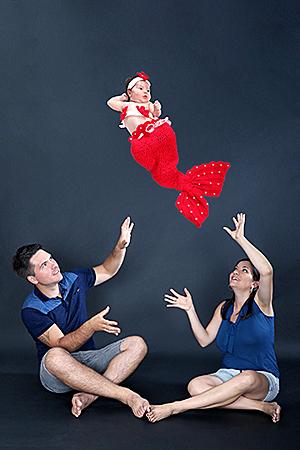 on balance bébé énergiquement, photographié par Rachel Joubi