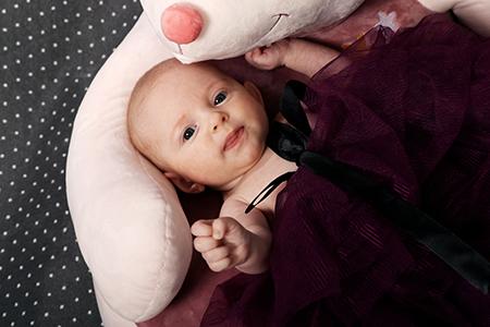 Bébé cocooné par notre photographe Rachel Joubi