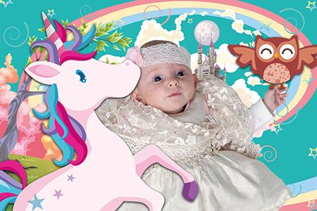 un joli bébé princesse photographié en studio par Rachel Joubi, détouré et incrusté sur un fond numérique