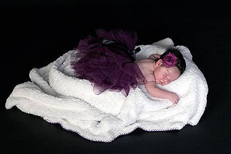 une jolie petite fille qui dort