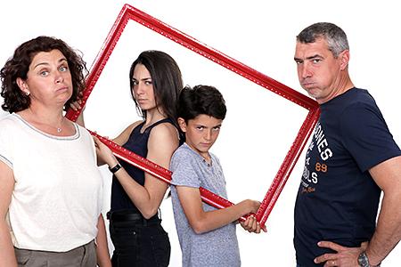 petit jeu entre parents et enfants sur les points de vue qui peuvent diverger, Rachel Joubi notrephotographe à voulu mettre en évidence que l'éducation de nos enfants n'est pas si simple