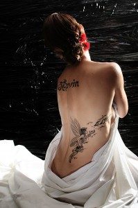 tatouage sur fond photo noir
