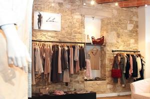 photo d'ambiance dans un magasin de vêtement